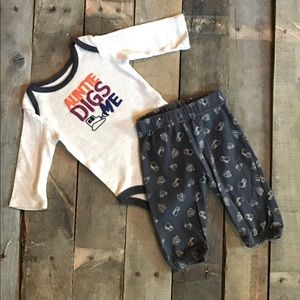 """""""Auntie Digs Me,"""" Outfit Set"""